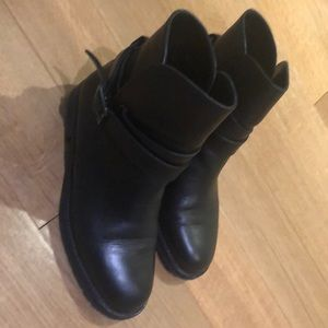 Manolo Blahnik winter leather boots